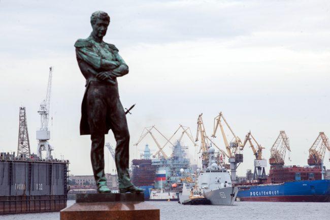 эсминец Сиань ВМС Китая военный корабль флот памятник Крузенштерну