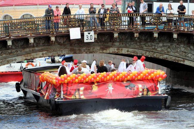 речной фестиваль водный транспорт прогулочные теплоходы Большой Конюшенный мост