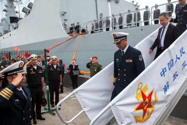 эсминец Сиань ВМС Китая военный корабль флот моряки офицеры