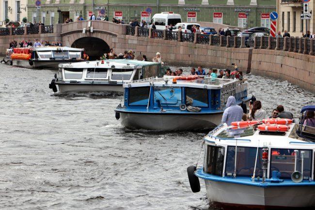 речной фестиваль водный транспорт прогулочные теплоходы Мойка