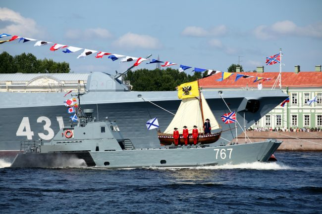 день ВМФ репетиция корабли десантный катер 767 ботик Петра I