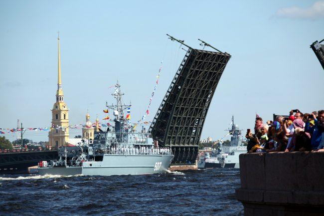 Дворцовый мост военные день ВМФ репетиция моряки тральщик Александр Обухов