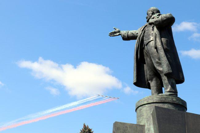 памятник Ленину авиация боевые самолёты день ВМФ