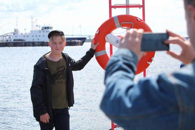 Военно-морской салон спасательный круг дети мобильная фотография