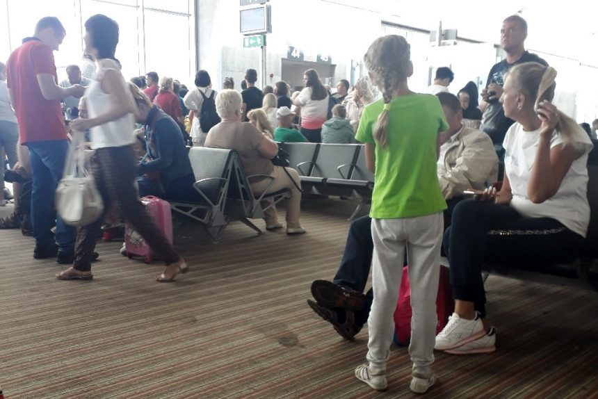аэропорт Ларнака пассажиры задержка рейса
