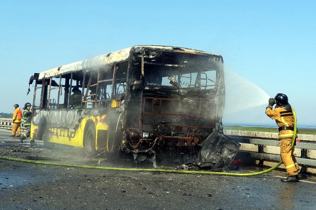 пожар сгоревший автобус дамба МЧС