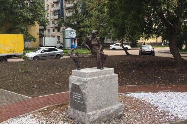 памятник раневской