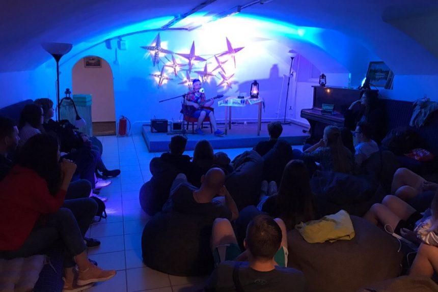 Добрые кафе: где и как работают благотворительные пространства в Петербурге