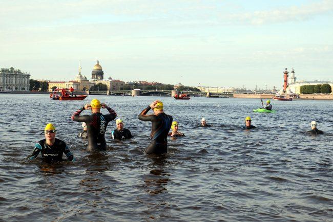 заплыв вокруг Петропавловской крепости X-Waters