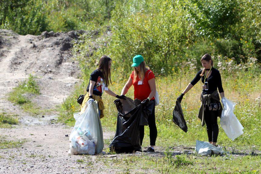 Действуем ЭкоЛогично: петербуржцы убрали территорию гранитной набережной на Смоленке