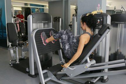 спортзал тренажер
