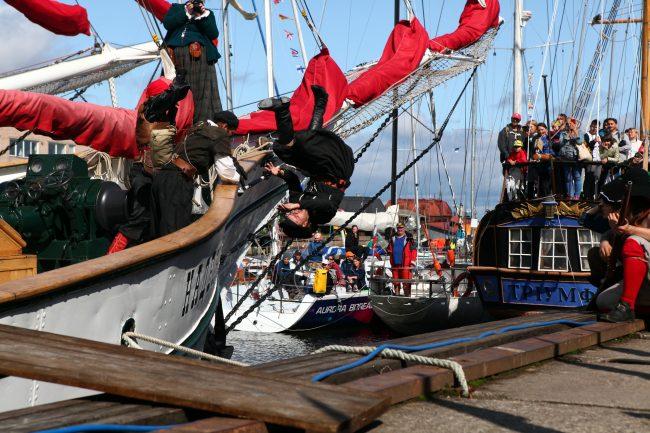 ораниенбаумский морской фестиваль пираты абордаж