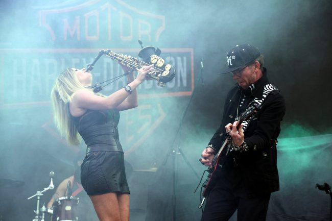 байкеры мотоциклисты фестиваль Harley Days музыканты гитара саксофон