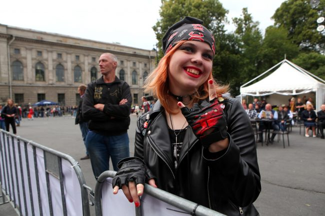 байкеры мотоциклисты фестиваль Harley Days красивая девушка