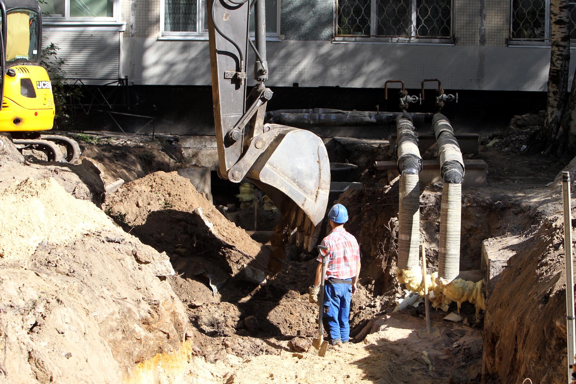 ремонт теплотрассы ГУП ТЭК трубы экскаватор земляные работы