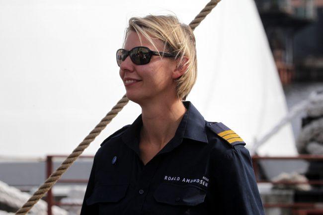 парусник бриг Руал Амундсен девушка моряк