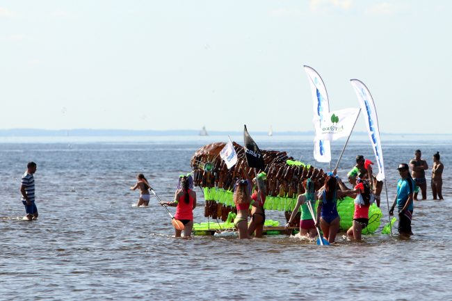 шоу самодельных плавательных конструкций заплыв экология пластмассовые бутылки вторсырьё