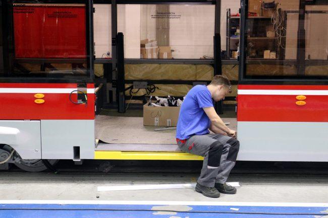 Невский завод электрического транспорта сборка трамваев производство машиностроение
