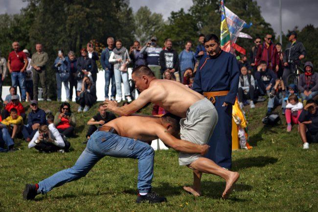 дацан Гунзэчойнэй праздник буддисты борьба