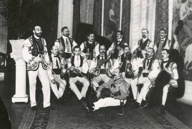 венгерский ансамбль в ресторане Вена