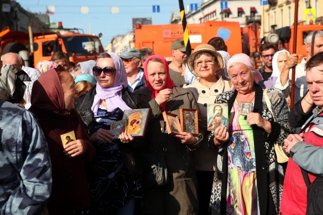 крестный ход день перенесения мощей александра невского религия православие
