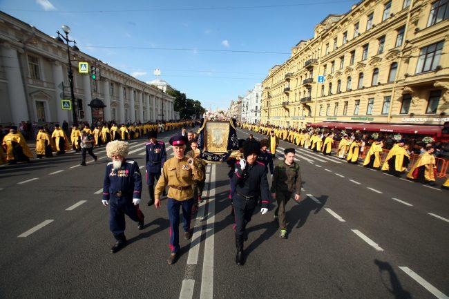крестный ход день перенесения мощей александра невского религия православие казаки