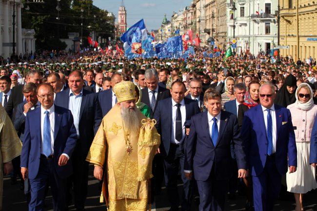 крестный ход день перенесения мощей александра невского религия православие кропачев макаров митрополит