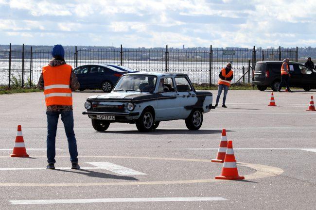 фестиваль ретротехники Фортуна автомобиль Запорожец автоспорт