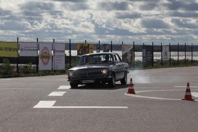фестиваль ретротехники Фортуна автомобиль Волга автоспорт