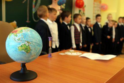 день знаний 1 сентября школа 110 дети школьники ученики глобус география