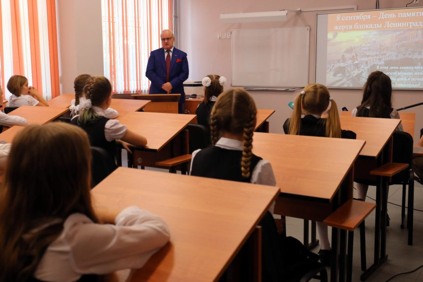 день знаний 1 сентября школа 110 дети школьники ученики вице-губернатор Владимир Кириллов