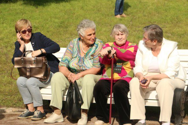 парк усадьбы Орловых-Денисовых пенсионеры