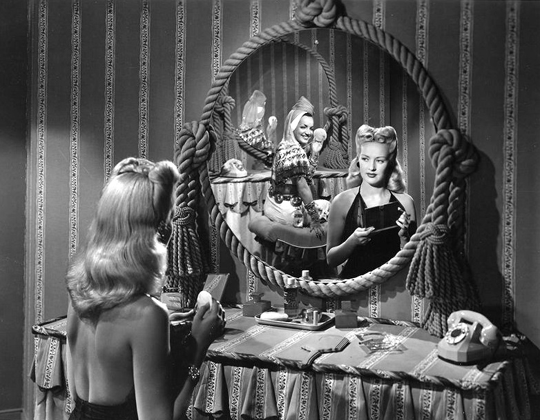 Betty_Grable_and_Carmen_Miranda,_1942_(2)