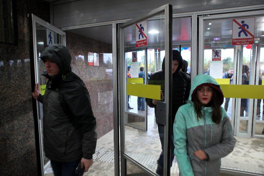 Станции «Шушары», «Дунайская» и «Проспект Славы» оказались недоступны для петербуржцев