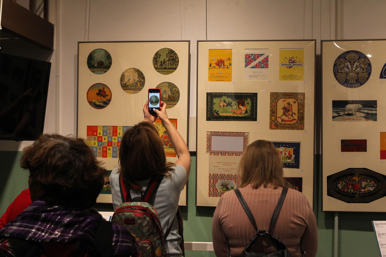 выставка, конфеты, этикетки, история, революция, годовщина октября