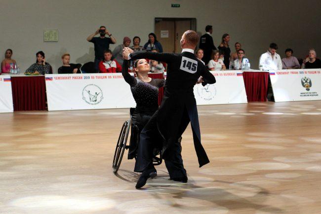 чемпионат России по танцам на колясках инвалиды колясочники