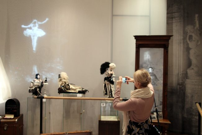 выставка художественной куклы Театральная шкатулка