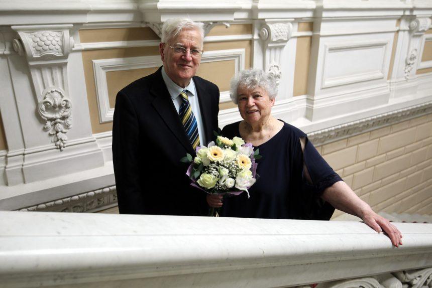 Игра на фортепиано, союз без клише и много терпения - в чём залог крепкого брака, рассказывают пары, прожившие вместе 25, 50 и даже 60 лет