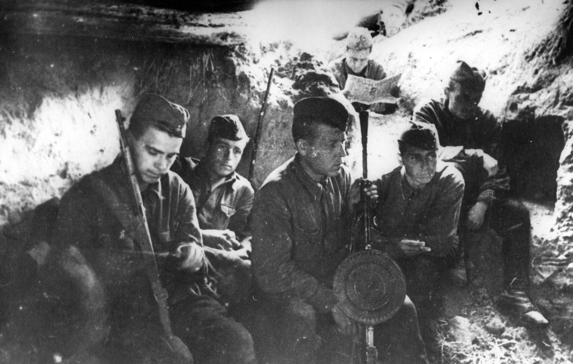 Ополченцы 1 полка 1 ДНО на Лужском рубеже июль 1941