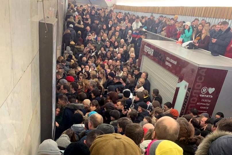 давка в метро станция площадь восстания