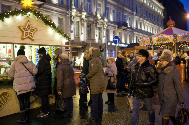 Рождественская ярмарка новый год торговля украшения