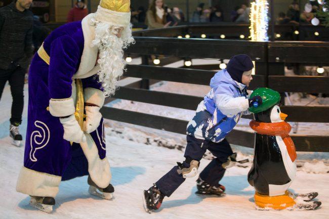 Рождественская ярмарка новый год каток дед мороз