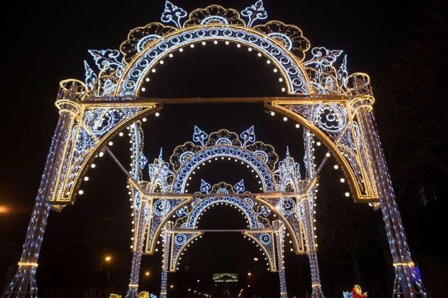 Рождественская ярмарка новый год украшения иллюминация