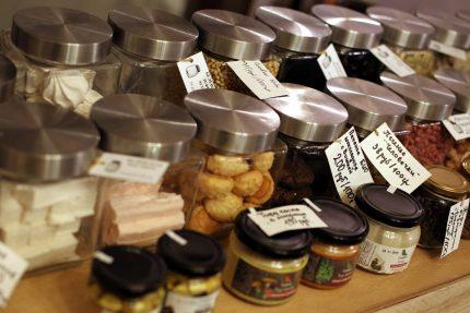 магазин без упаковки экологичный образ жизни сладости торговля