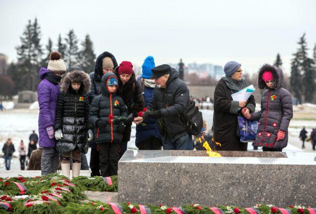 Пискарёвское мемориальное кладбище день освобождения Ленинграда от блокады