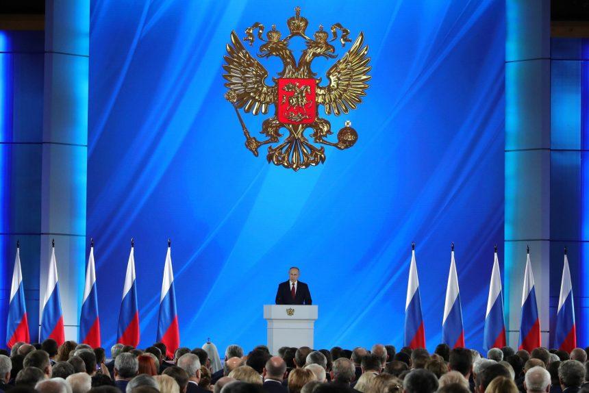 «Бескровная революция» и «мутная история»: эксперты о послании Путина Федеральному собранию
