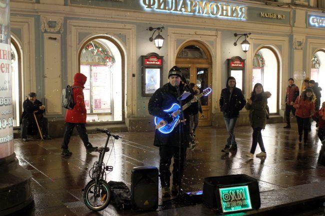 новый год новогодняя ночь гуляния уличный музыкант