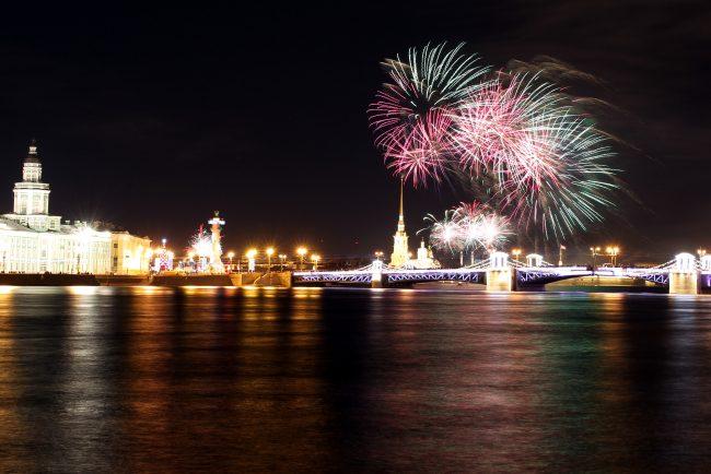 новый год новогодняя ночь фейерверк дворцовый мост