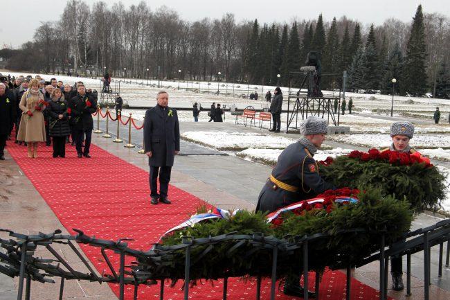 Пискарёвское мемориальное кладбище день освобождения Ленинграда от блокады Александр Беглов