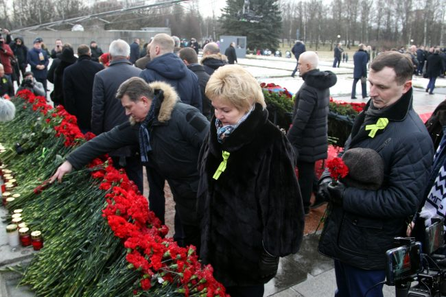 Пискарёвское мемориальное кладбище день освобождения Ленинграда от блокады депутаты Законодательное Собрание